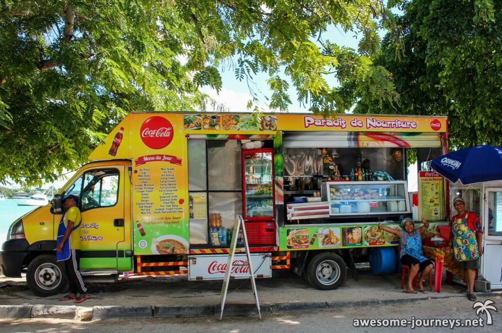 Beim Foodtruck gibt's nicht nur leckeres Essen, sondern auch Schnorcheltouren